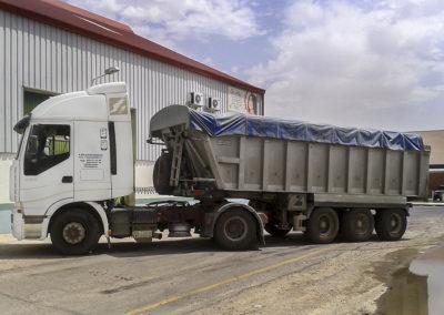 Transporte asfalto en bañera de aluminio