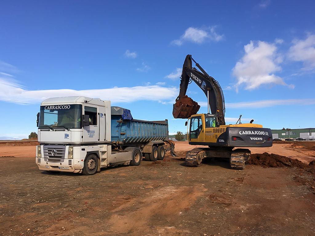Excavadora gran tonelaje cargando